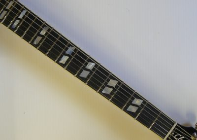 042-Classic-2008-10-42-Faded-Cherry-Sunburst-TULIP-P1000643